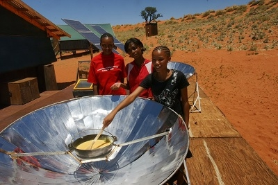 Students Solar Cooking Their Breakfast