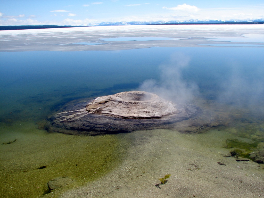 This image has an empty alt attribute; its file name is west-thumb-geyser-basin-features-tom-3.jpg-fishingcone.jpg